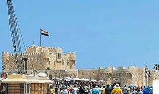 قلعة قايتباى... إقبالا ملحوظا من المصريين و رحلات السائحين الأجانب