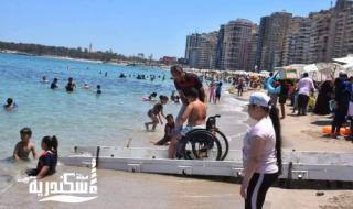 شاطئ المندرة المجانى يستقبل أول فوج من ذوي الهمم اليوم
