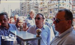 محافظ الإسكندرية ......وقف مسئول الإشغالات بحي المنتزه وأنذر أصحاب محلات شارع 45