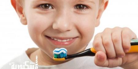 """أستاذ في طب الإسكندرية تحذر الأمهات من """"معجون الأسنان"""" للأطفال"""