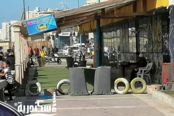 رئيس الإدارة المركزية للسياحة والمصايف يقوم بفتح طريق الكورنيش بعد ان قام احد المستاجرين بإغلاقه