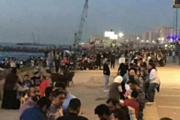 رغم ارتفاع حالات الأصابة بكورونا ..اسكندرية بتفطر على البحر