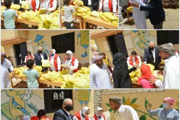 محافظ المنطقة الروتارية 2451مصر يوزاع لبس عيد الفطر بالأحرار