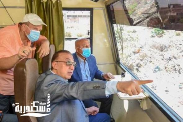 وزير النقل يرافقه محافظ الإسكندرية يشهدان إزالة تعديات بحرم السكة الحديد بمنطقة بمحرم بك