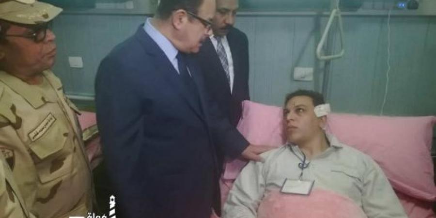 وزير الداخلية فى زيارة عاجلة لمصابى الحادث الإرهابى الذى إستهدف سيارة مدير أمن الإسكندرية