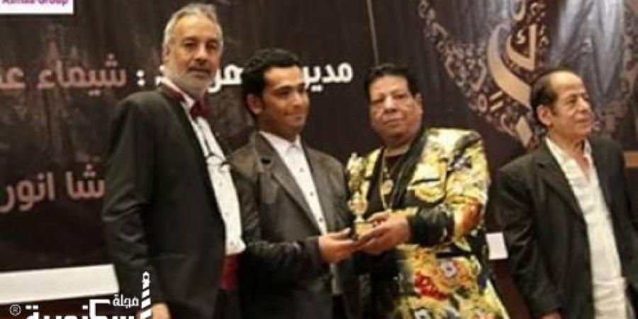 الصحفى إسلام عزت يحصل على درع أوسكار السينمائى الدولى الدورة الخامسة