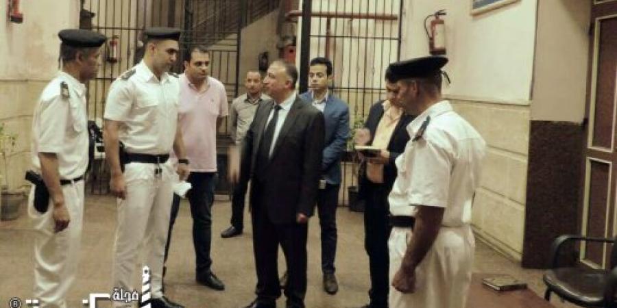 اللواء محمد الشريف يقوم بالمرور المفاجيء علي عدة إرتكازات أمنية ويشدد على إلتزام القوات بالتعليمات