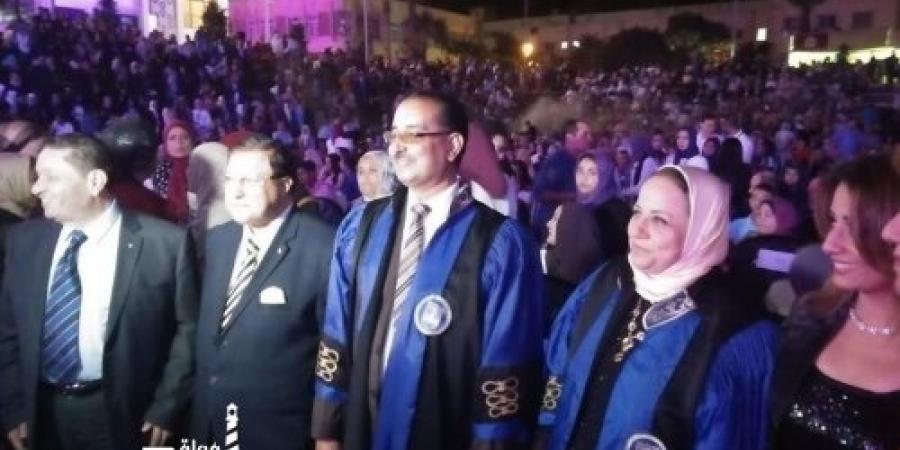 كلية الآداب بالإسكندرية تحتفل بخريجيها لأول مرة فى الملعب الرياضى