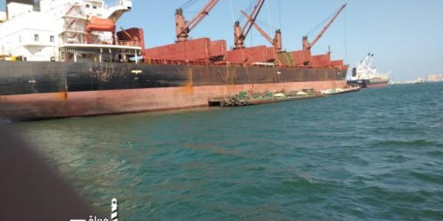 ٥٣ سفينة في انتظار الدخول الى ميناء الاسكندريه بعد فتح البوغاز