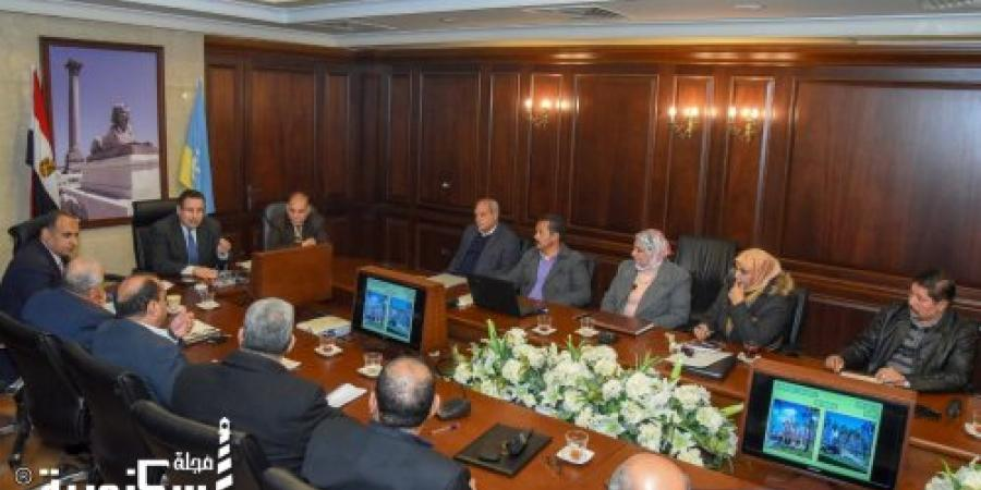 محافظ الاسكندرية يتابع أعمال تطوير ورفع كفاءة الميادين والحدائق العامة بالثغر