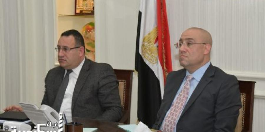 محافظ الإسكندرية ووزير الإسكان يناقشان معدلات التنفيذ بمشروع محور المحمودية