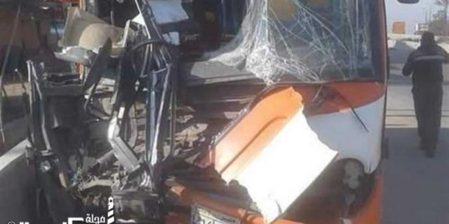 إصابة 23 شخصا إثر تصادم أتوبيس سياحي مع سيارة نقل بمقطورة غرب الاسكندرية