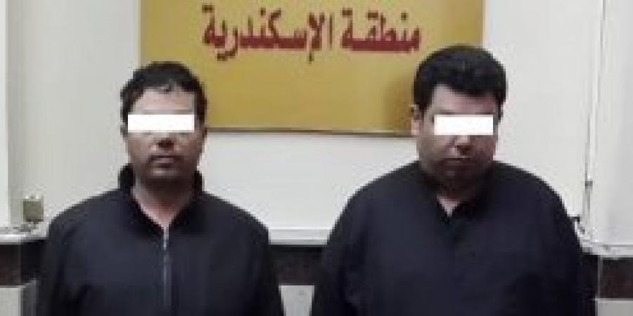 القبض على شخصين قبل تهريب قرابة 23 مليون جنيه لخارج البلاد لجلب شحنات من المواد المخدرة غرب الإسكندرية