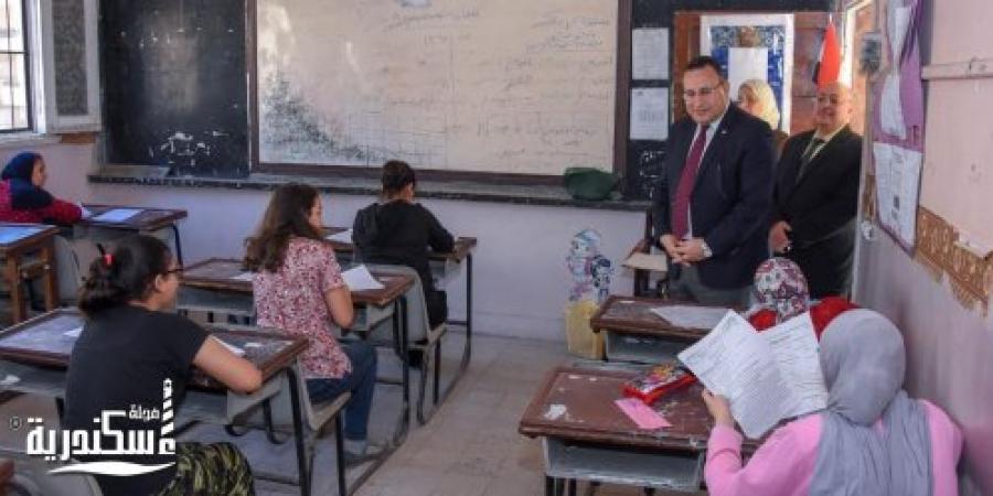 محافظ الإسكندرية يتفقد سير امتحانات الشهادة الإعدادية بمدرستي سموحة الرسمية لغات و مدرسة عبد الله النديم التابعين لإدارة شرق