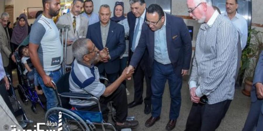 محافظ الإسكندرية يوزع ٦٢ كرسي طبي متحرك على ذوي القدرات الخاصة بمشاركة المجتمع المدني