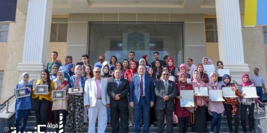 محافظ الإسكندرية يكرم الطلاب الفائزين بالمركز الثاني عالميا بمسابقة Intel ISEF ، ويكرم أوائل الشهادة الإعدادية