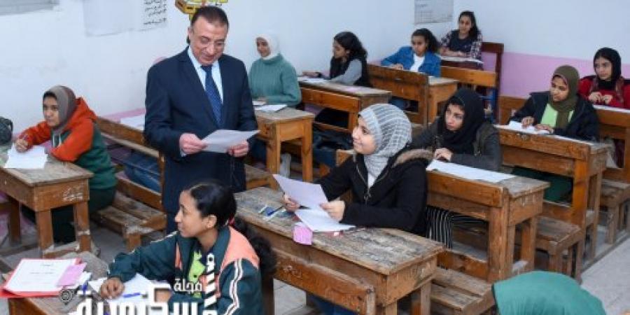 محافظ الإسكندرية يتفقد عددا من لجان امتحانات الشهادة الإعدادية
