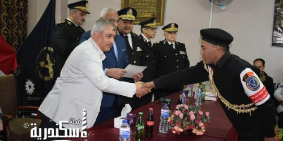 تكريم أسر شهداء الشرطة بميناء الإسكندرية