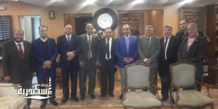 لجنة نقابة الصحفيين بالغربية تشارك رجال  الشرطة عيدهم