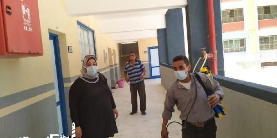 تطهير وتعقيم  379 لجنة لأداء امتحانات الإعدادية في الإسكندرية