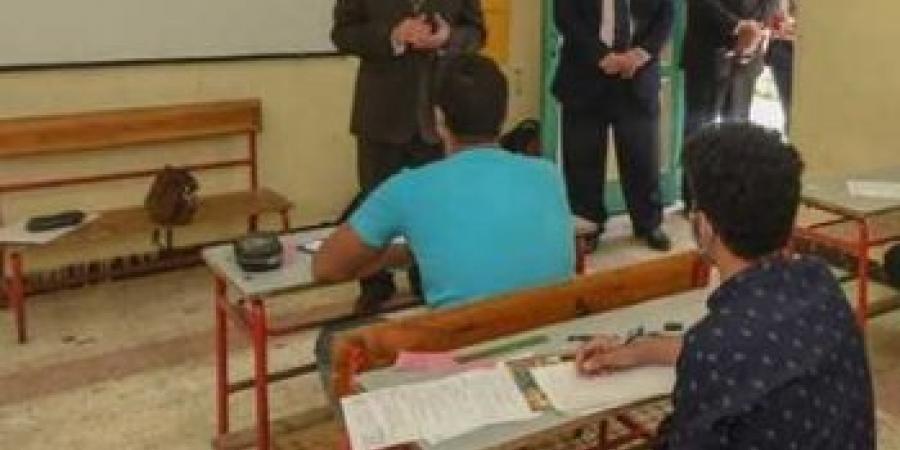 """""""محافظ الإسكندرية """"يتفقد لجان الشهادة الإعدادية للعام الدراسي 2020 / 2021"""