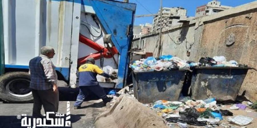 """حي شرق...رفع المخلفات والقمامة من شوارع 4 قطاعات بـ""""المنتزه"""""""