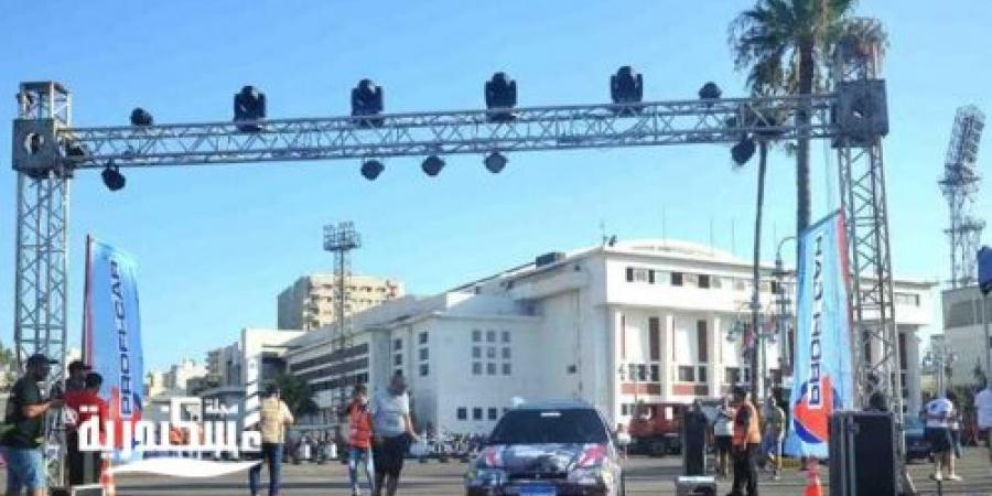 بمشاركة 50 متسابقا انطلاق سباق السيارات في استاد الإسكندرية