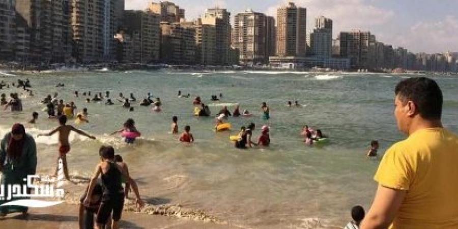 """""""السياحة و المصايف""""البحر مضطرب و6 شواطئ آمنة للسباحة في الإسكندرية"""